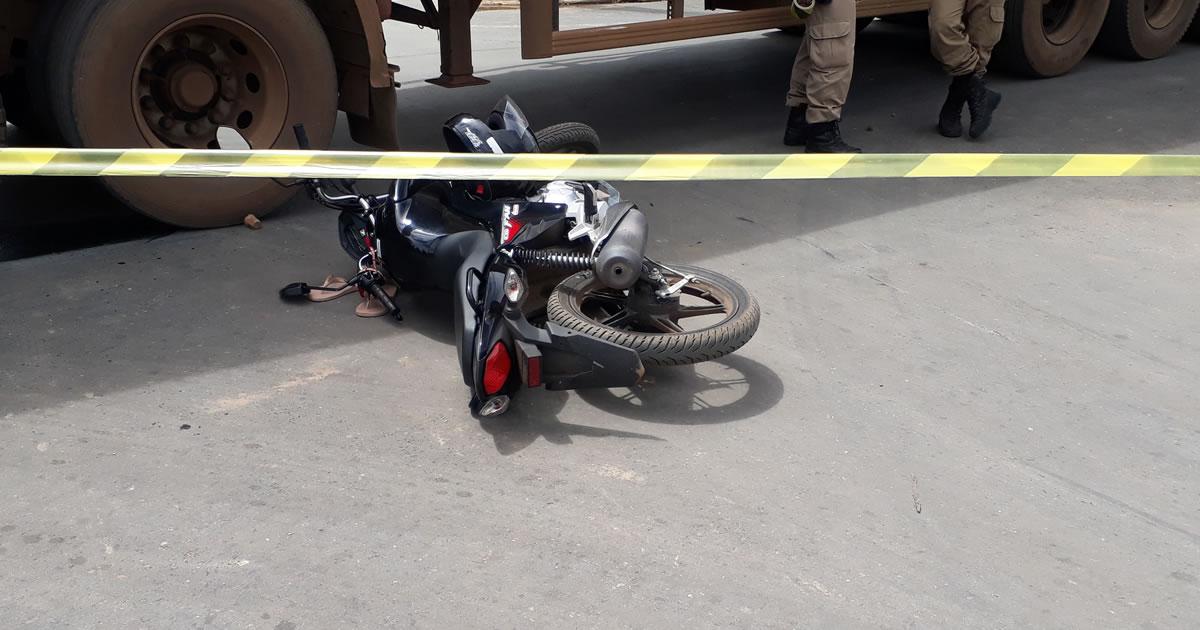 motociclista para debaixo de carreta 3