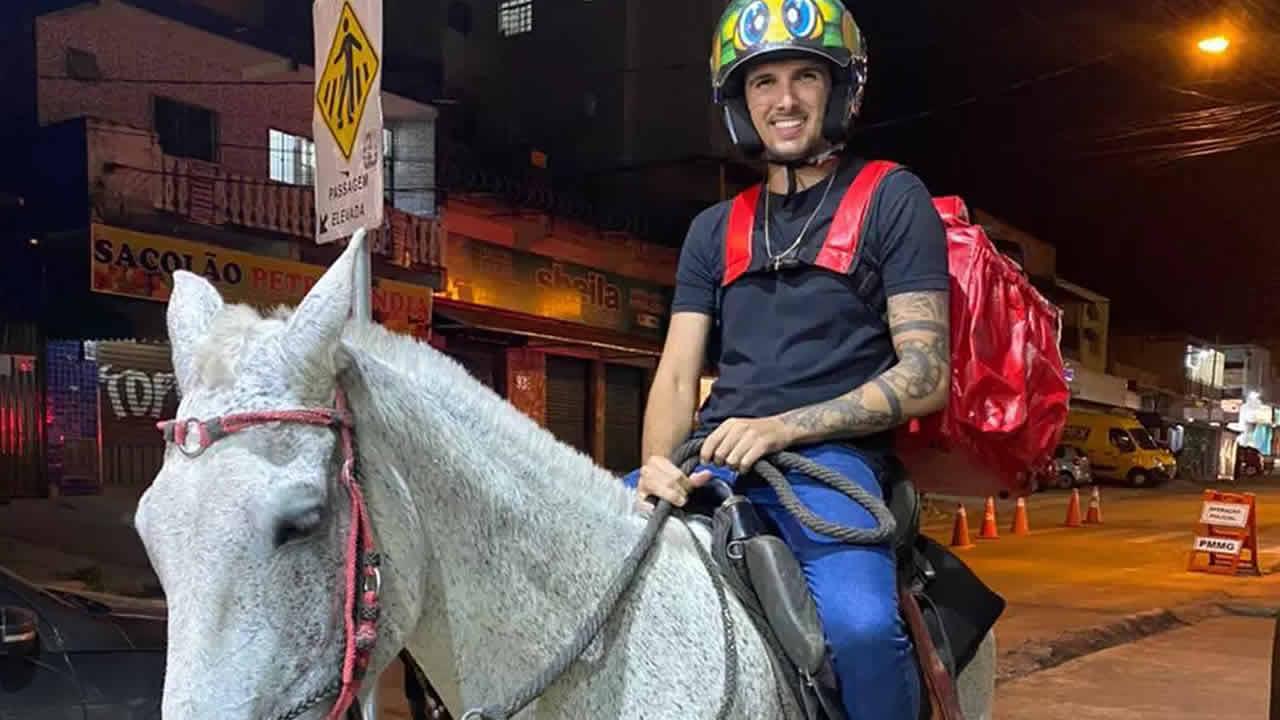 22 03 21 homem usa cavalo para delivery