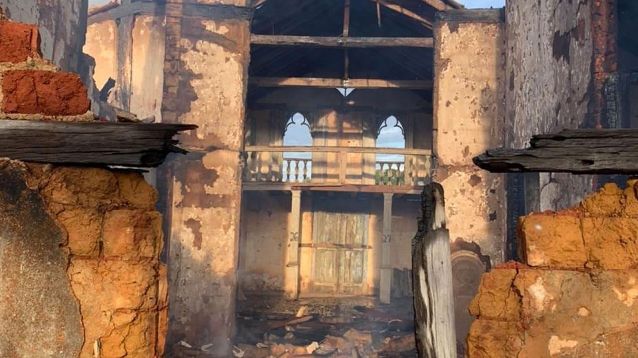 06 04 21 fogo em igreja historica de paracatu 1