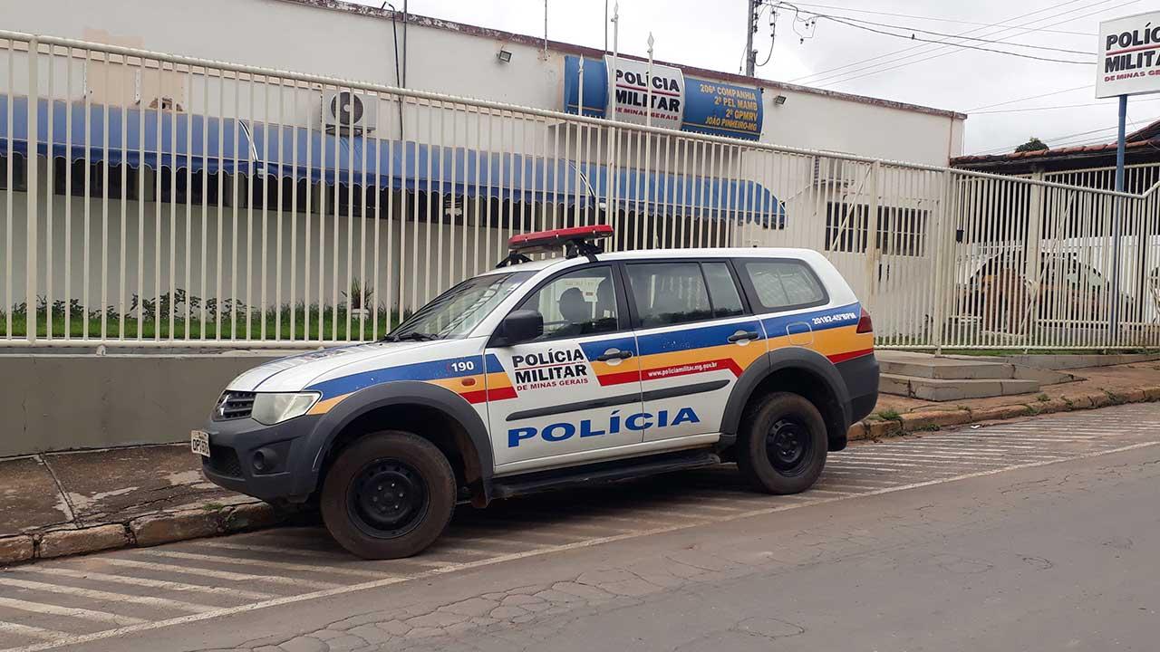 Viatura Policial na porta do quartel - Foto: JP Agora