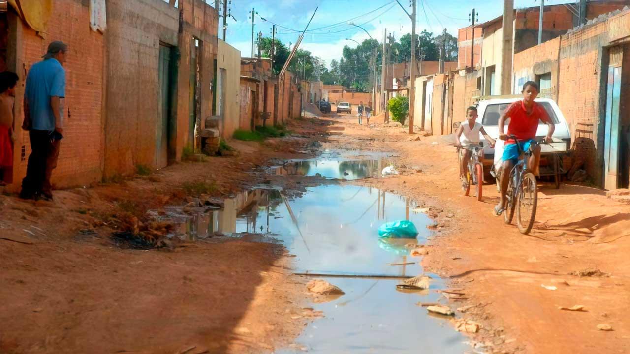 Bairro sem saneamento básico - Foto: Agência Brasil