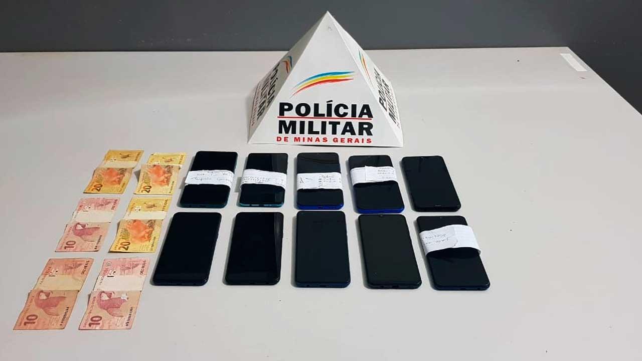 Aparelhos telefônicos recuperados e dinheiro apreendido em Brasilândia de Minas