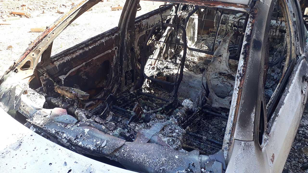 Polícia busca por criminosos que atearam fogo em veículo no bairro Nova Floresta em João Pinheiro