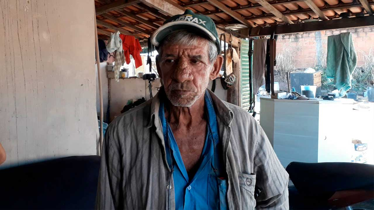 Jovem furta residência de idoso, fica preso poucas horas e volta a casa para ameaçar moradores em João Pinheiro