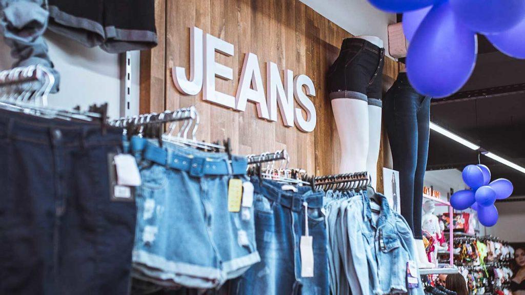 Departamento de Jeans do Max Shop em João Pinheiro