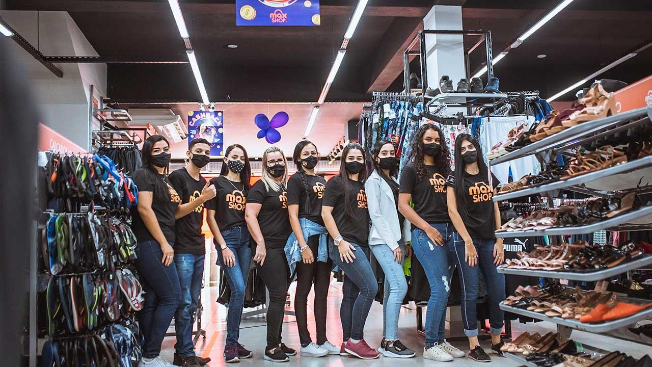 Equipe de funcionários da Max Shop João Pinheiro