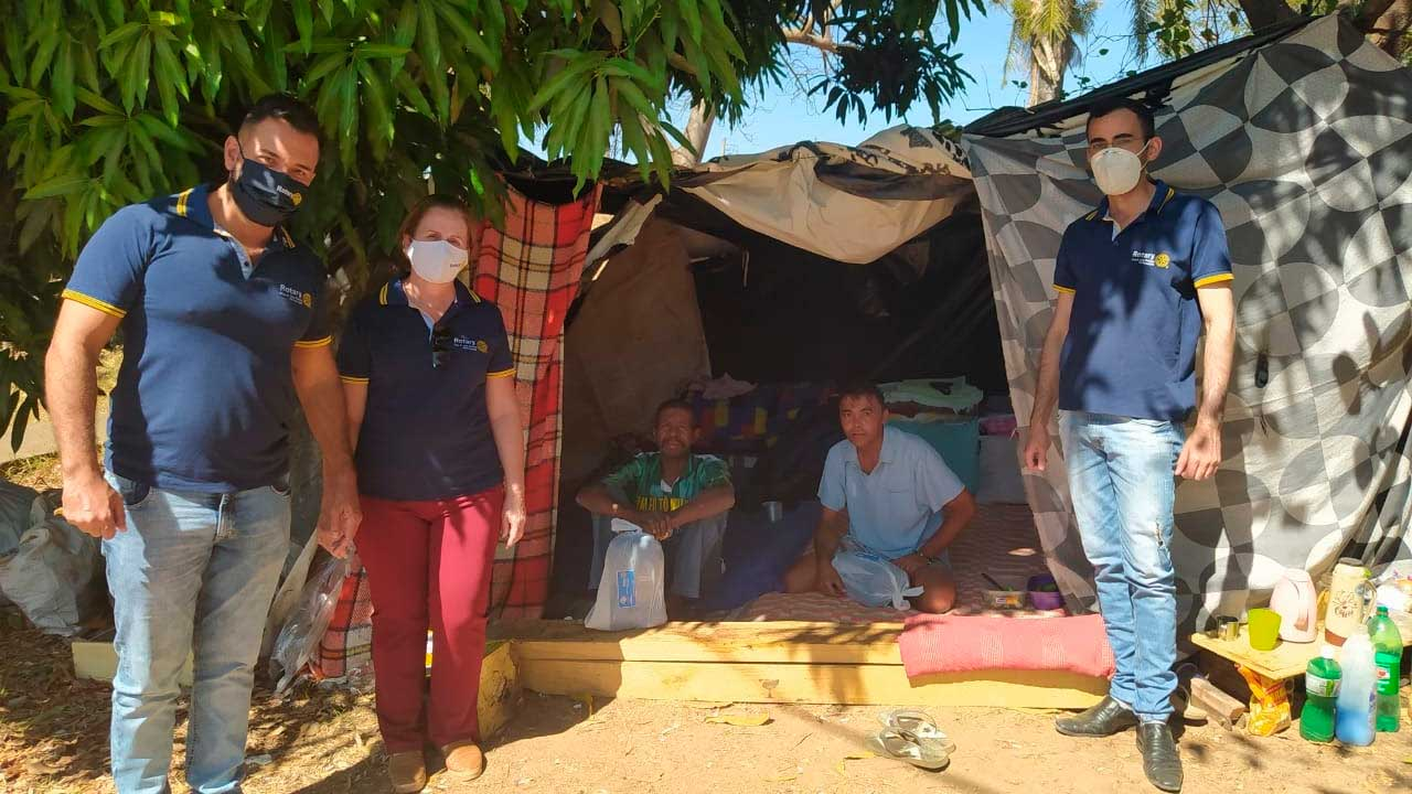 Rotary Club João Pinheiro Participação entrega mais de 50 cobertores em mais uma ação social para a comunidade carente