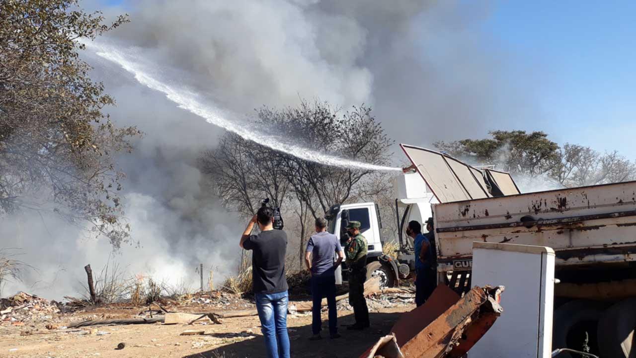 Fumaça preta vista no céu de João Pinheiro assusta moradores de diversos bairros do município