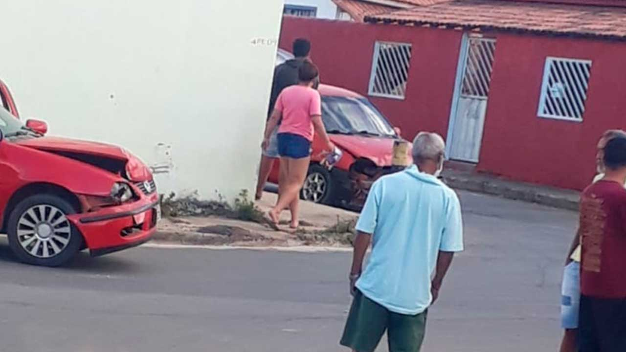 Homem embriagado causa acidente no Bairro Aeroporto e cria confusão com outro motorista em João Pinheiro