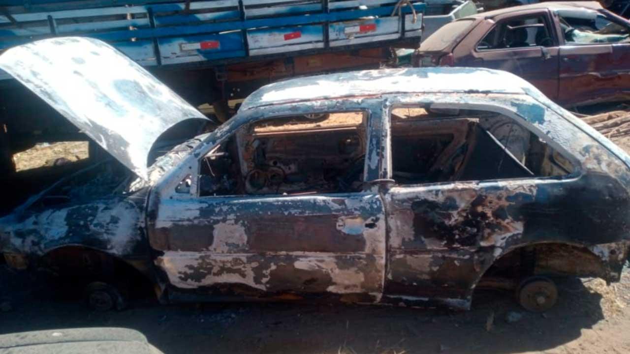 Ladrão coloca fogo em veículo após furtar jogo de rodas aro 17 em João Pinheiro