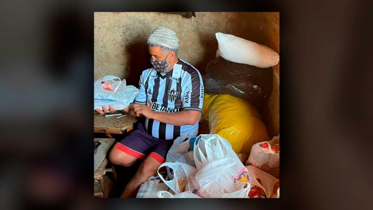 Atlético Mineiro ajuda torcedor que comia ração de cachorro para não passar fome em Igarapé