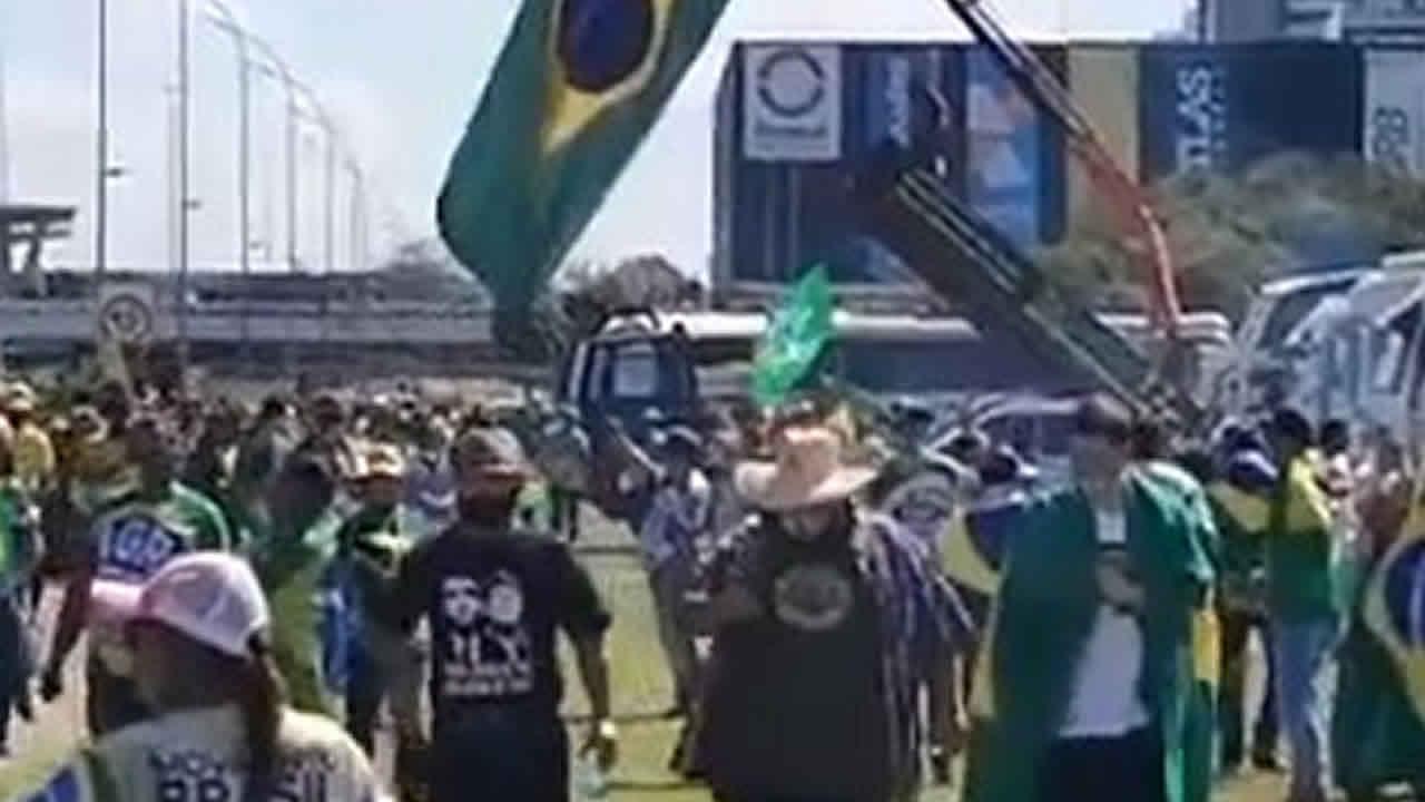 Manifestantes de João Pinheiro organizam caravana para irem a Brasília no 07 de setembro; saiba como participar