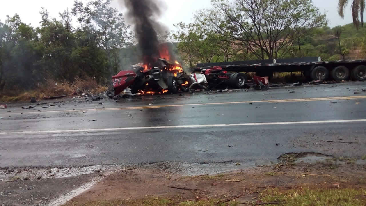 Grave acidente ocorrido na BR-040 próximo à JK deixa um motorista morto e outro ferido; vídeo