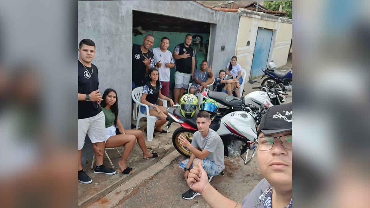 Grupo de motociclistas realiza projeto de dia das crianças em bairros de João Pinheiro