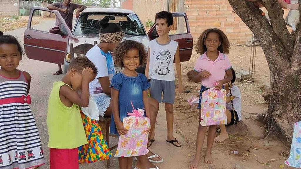 Projeto Amigos da Cidinha entrega mais de 1.000 presentes à crianças em João Pinheiro