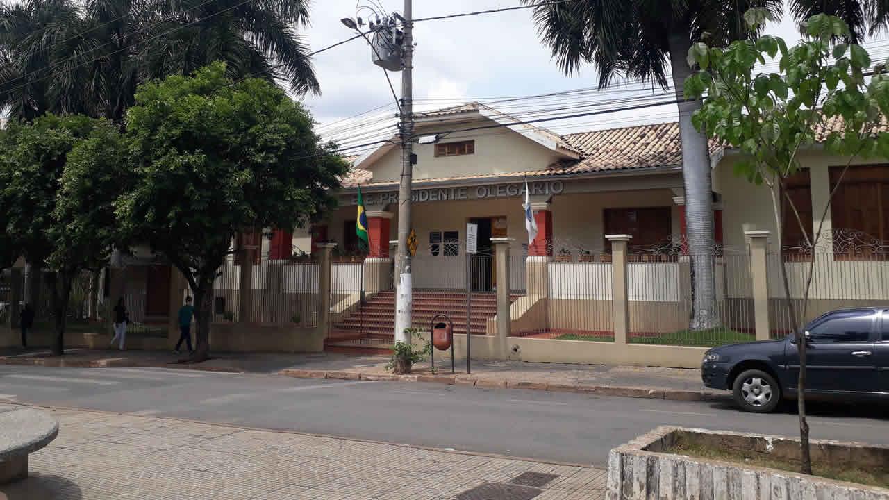 Minas Gerais autoriza retorno de 100% dos alunos às escola e reduz distanciamento